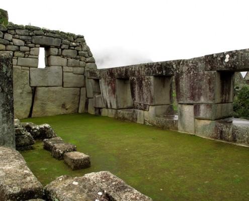 Offene Seite des Tempels der drei Fenster