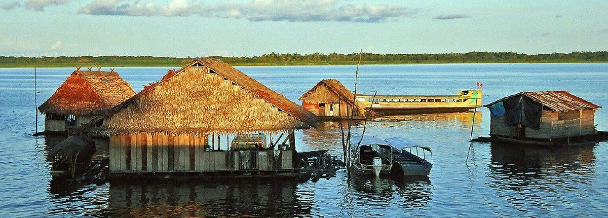 Casas flotantes en el Amazonas