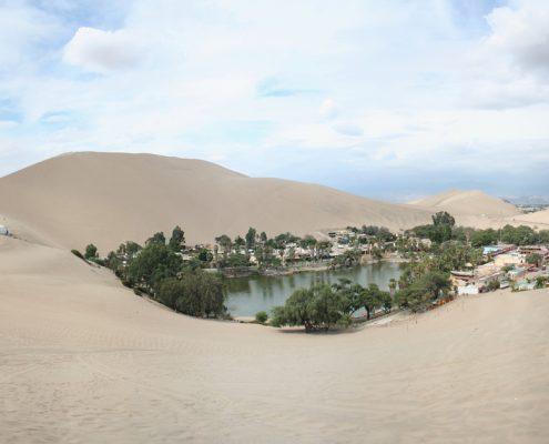 Huacachina - un oasis en medio del desierto peruano