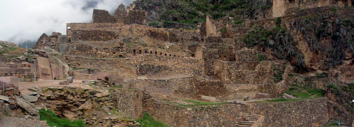 Blick auf Ruinen in Ollantaytambo Peru