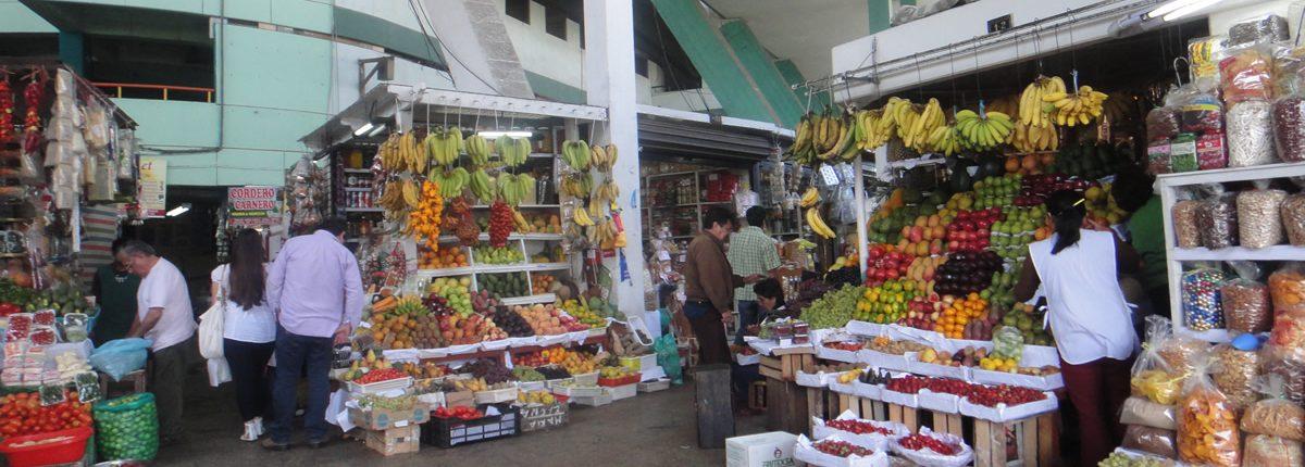 El ajetreo y el bullicio en los mercados de Lima.