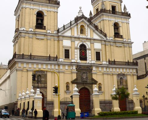 Iglesia San Pedro in Lima, a must for all travelers